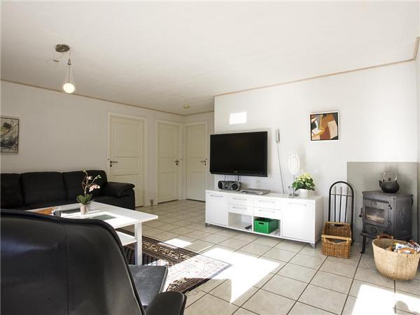 Ferienhaus mit Pool in Stege - modernes Wohnzimmer