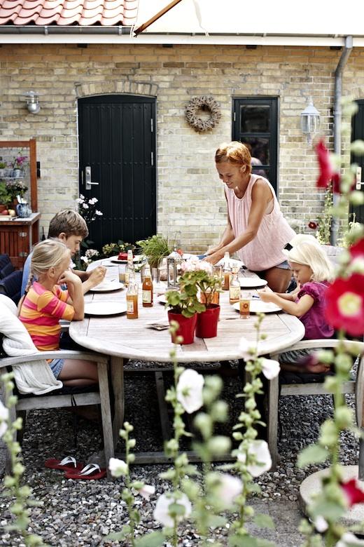Dänische Familie beim Essen