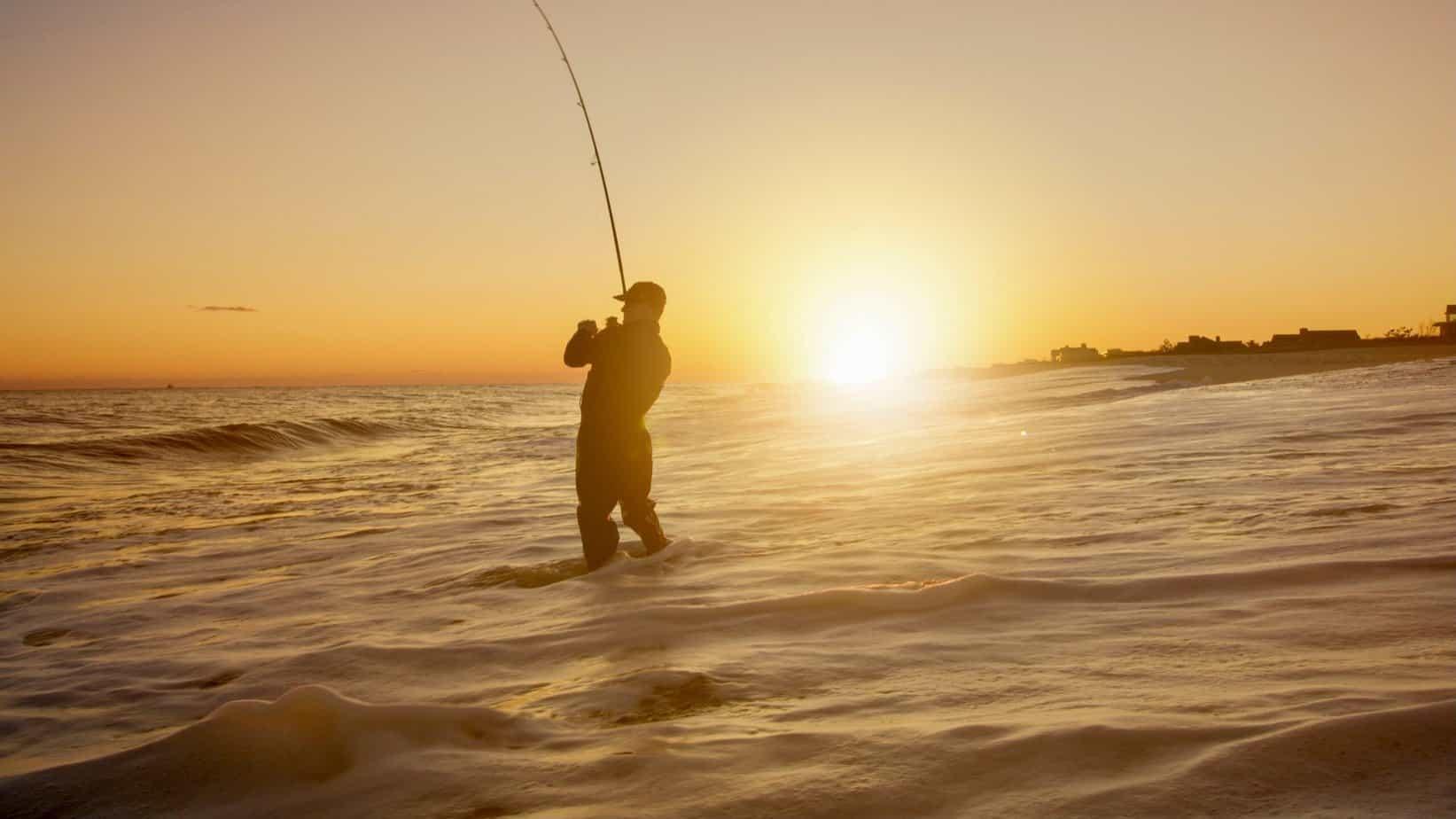 silhuett, av, mann, fiske, på, hav, under, sunset
